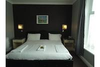 OYO Bostons Manor Hotel