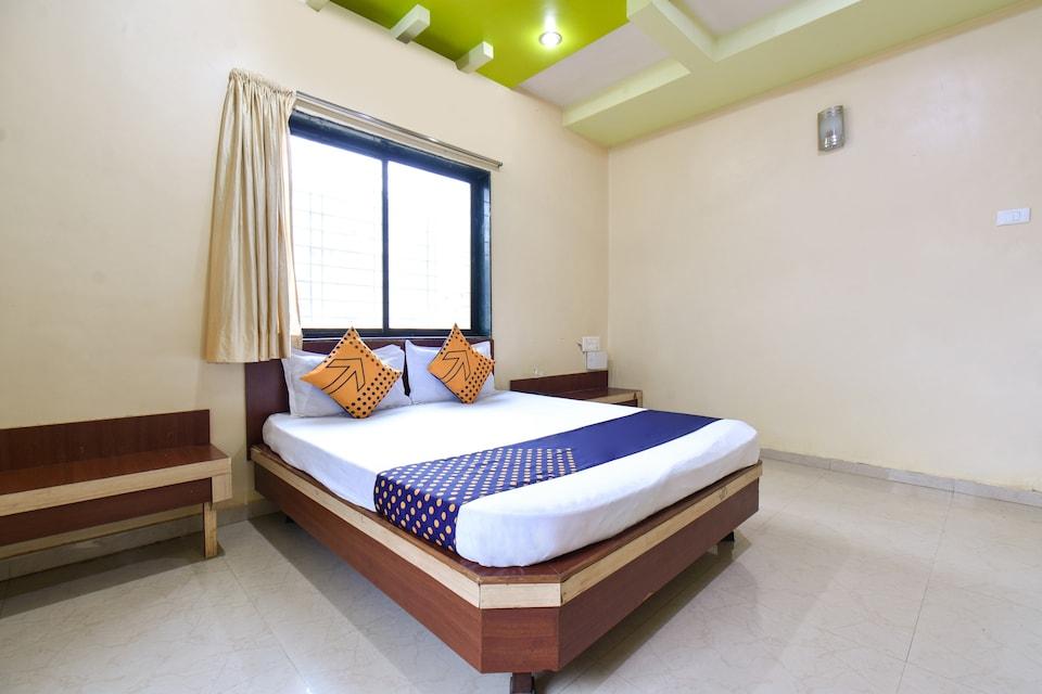 SPOT ON 77941 Hotel Dixit Wada Nivas