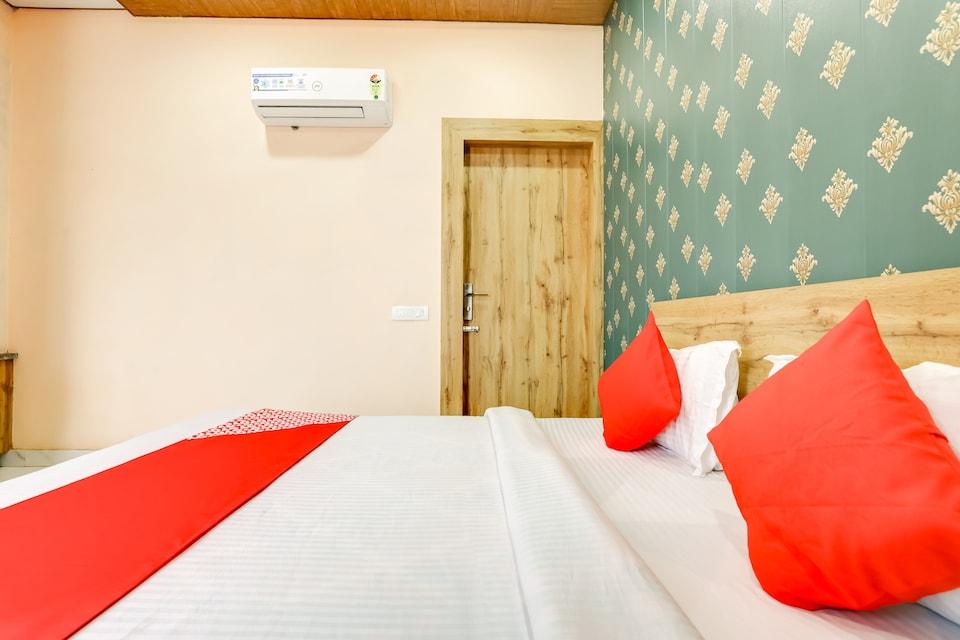 OYO 77970 Hotel Sangam