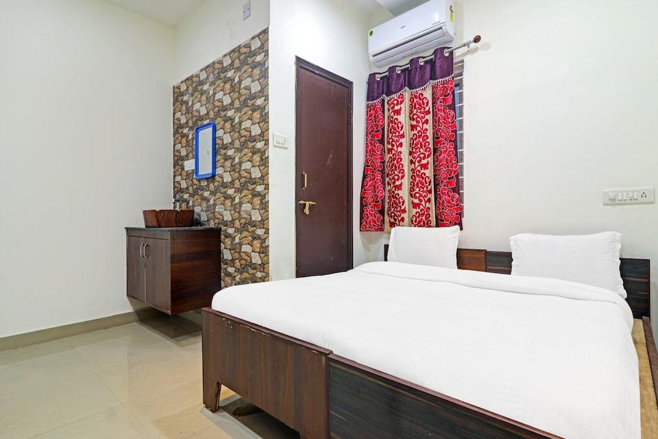 OYO 77975  Homes - JB Hotel