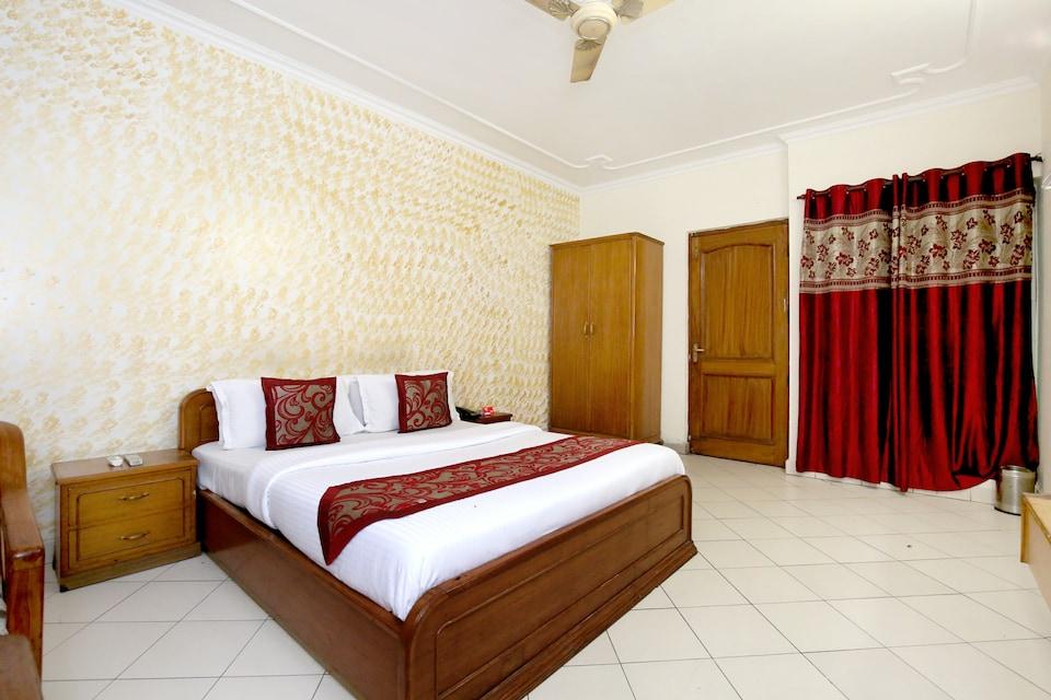 OYO 990 Hotel Paradise