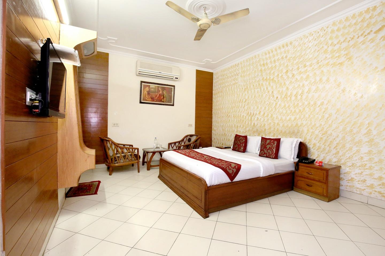 OYO 990 Hotel Paradise -1