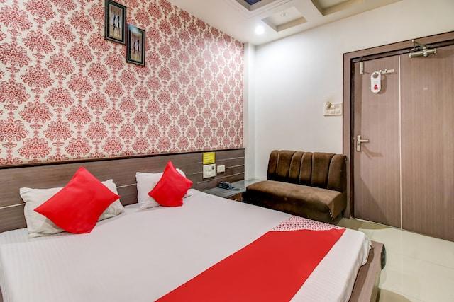OYO 78174 Neelkanth Hotel