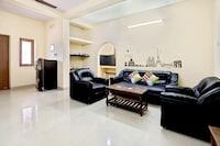 OYO 78180 2BHK Compact Home Near Promenade Beach