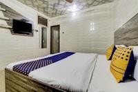 SPOT ON 78186 Ghanshyam Lodge