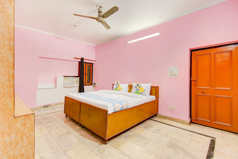 OYO Home 78206 Family Suite Laxman Chowk