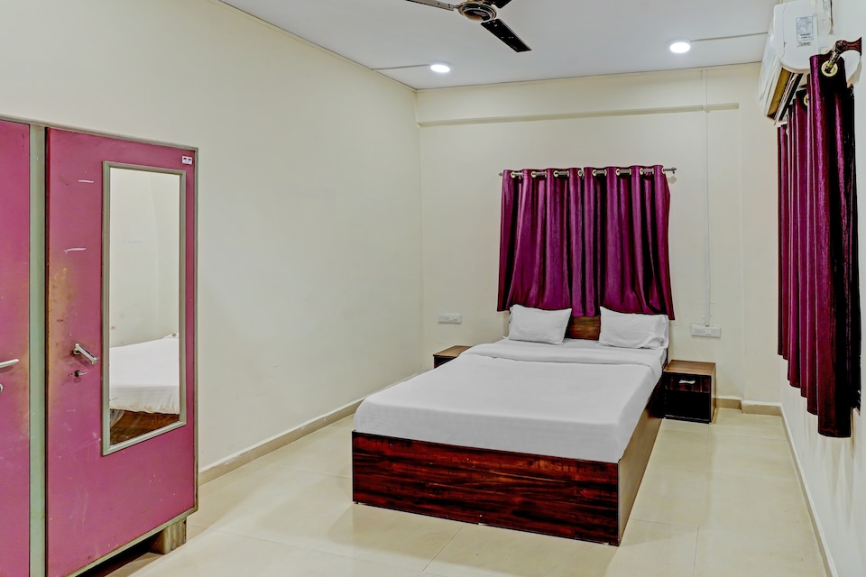 oyo home 78367 Amba executive, Hadapsar Pune, Pune