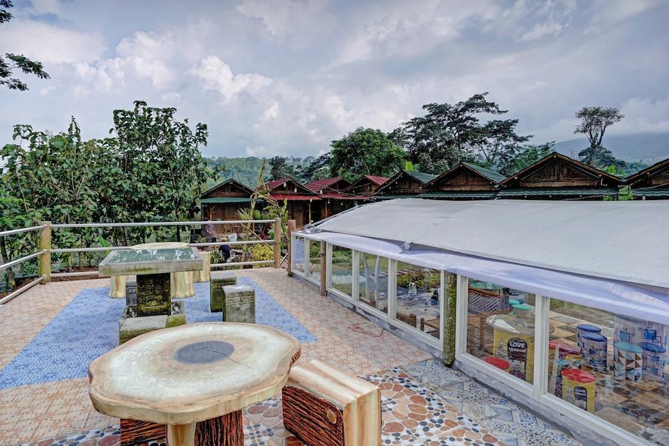 OYO 90225 Rumah Bambu Trawas syariah