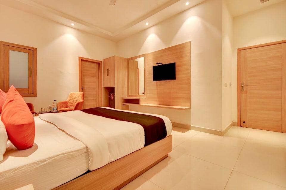 Capital O ASR434 Hotel Golden Feather, Golden Avenue, Amritsar