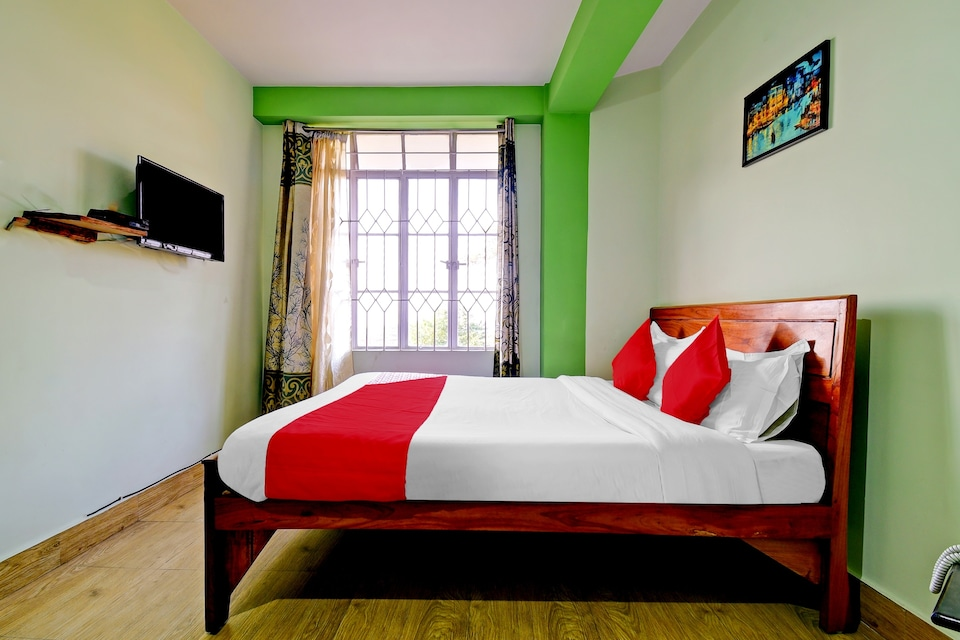 OYO 78477 Meera Holiday Villa