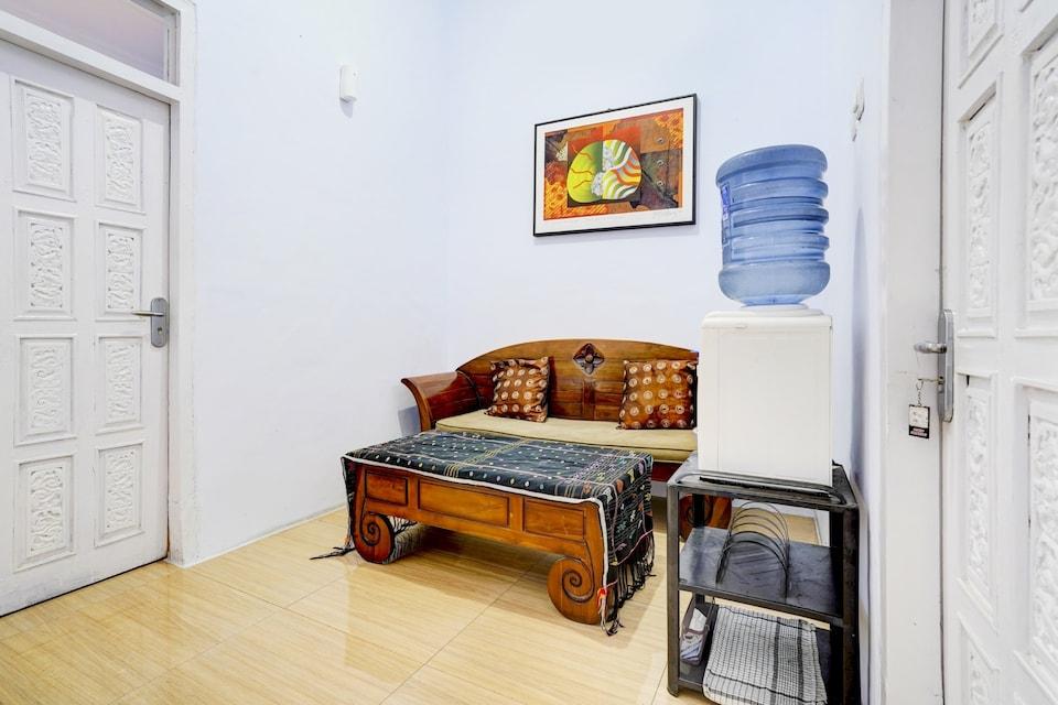 OYO 90237 Ar 20 Guest House Syariah, Majalengka, Majalengka