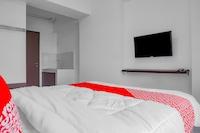 OYO 90241 Gunung Putri Square Apartment