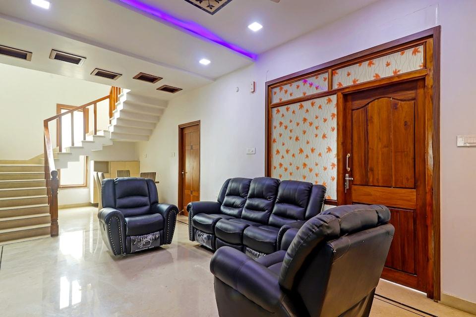 OYO HOMES 78526 Sangham Residency