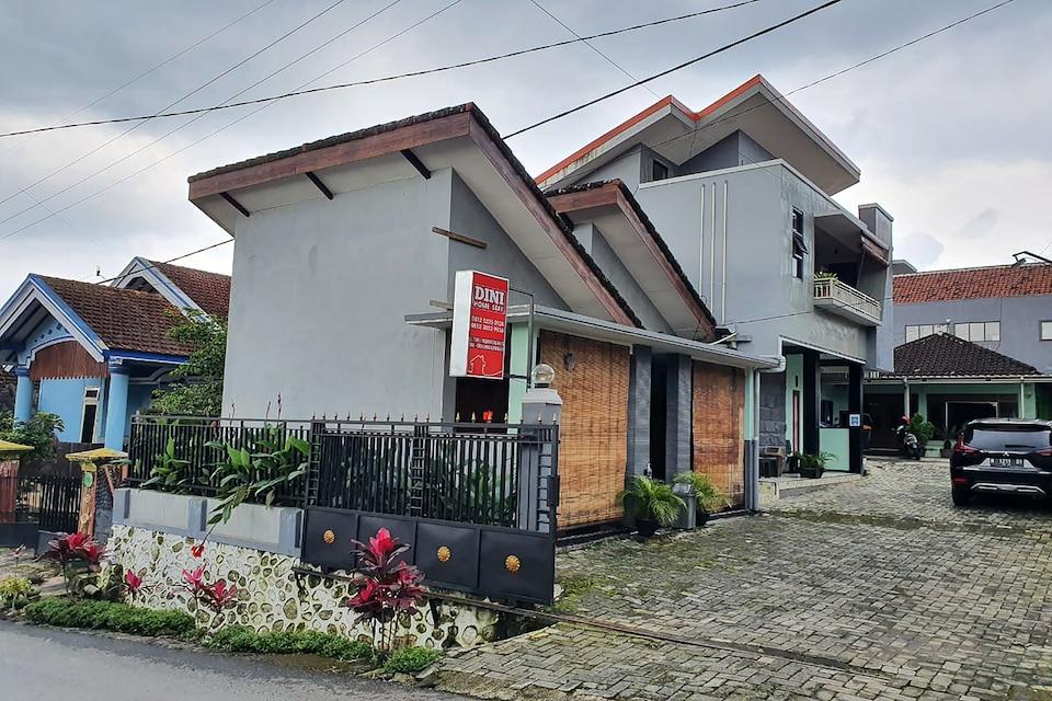 OYO 90252 Villa Dini & Homestay Batu