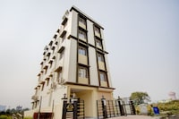 Capital O 78595 Sanjeevaa Hotel