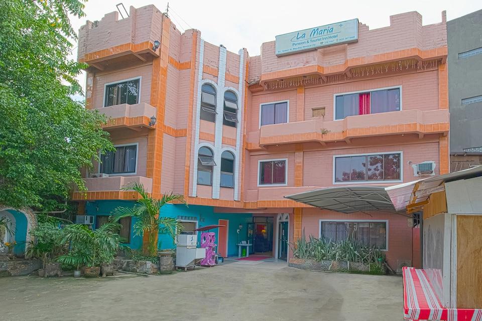 Vaccinated Staff - OYO 749 La Maria Pension And Tourist Inn Hotel, Cebu City, Cebu