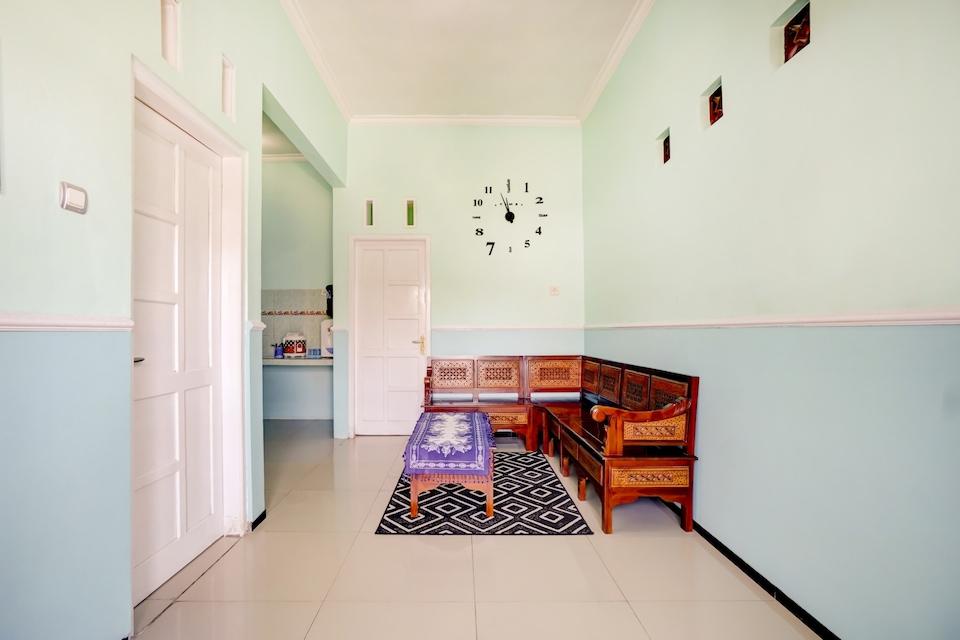 OYO 90284 Villa Biru, Batu, Batu