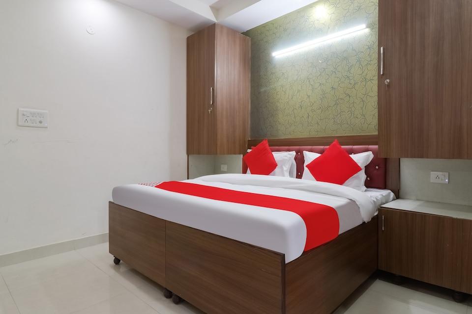 OYO 78943 Hotel V S House