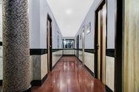 Capital O 78965 Hotel Arch Manor Dlx