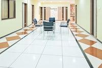 OYO NSK196 Hotel Sundara