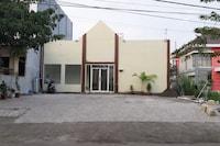 OYO 90299 Corner Guest House