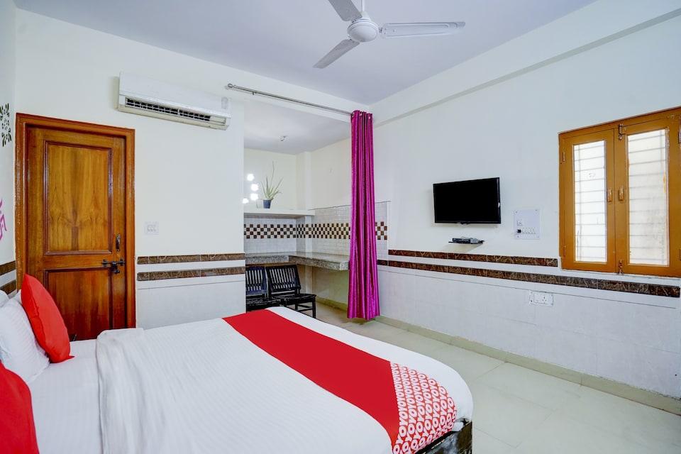 OYO 79091 Vibhu Residency