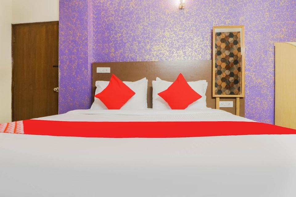 OYO 79140 Hotel Golden, Airport Delhi, Delhi Transit