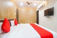 OYO Flagship 79231 Golden Residency