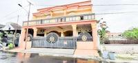 OYO 90318 Queen Nadine Guest House Syariah