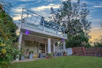 Belvilla Premium Villa with Open Lawn and Picturesque View