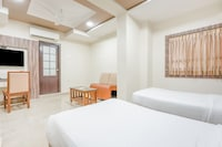 OYO Collection O 79286 The 33 Hotel