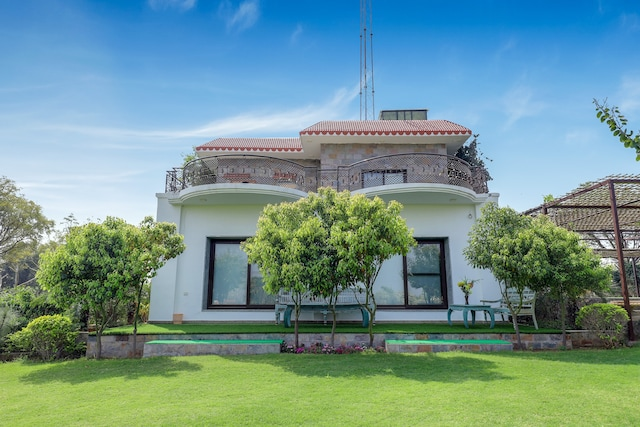Belvilla Modern Villa with Lawn and 360 degree room views