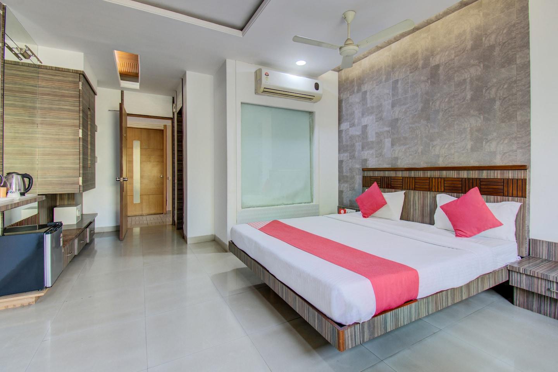OYO 1000 Hotel Admiral Suites -1