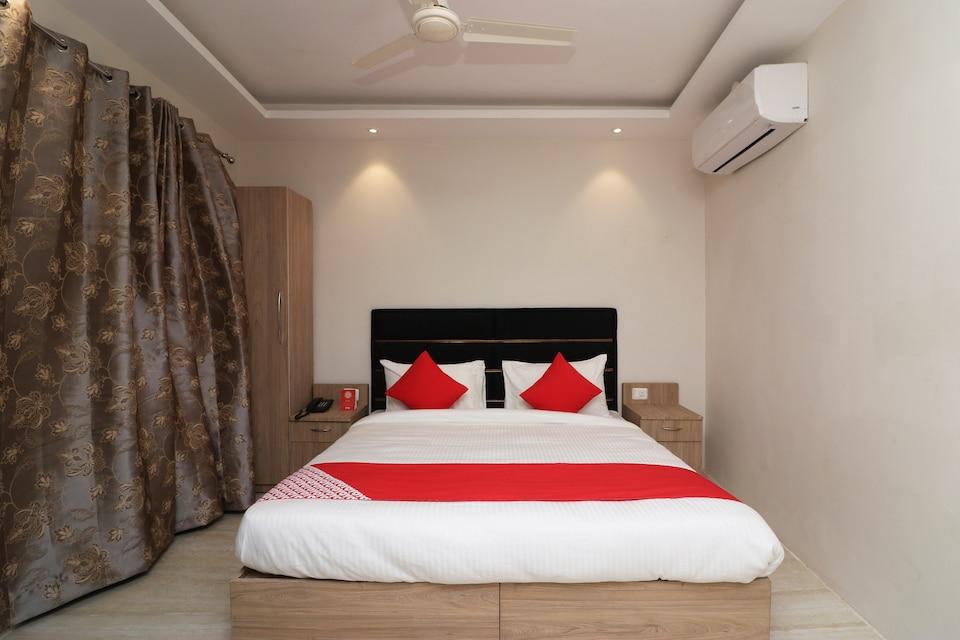 OYO 79489 Omar Hotel