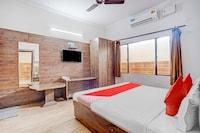 OYO 79510 Hotel Samrat