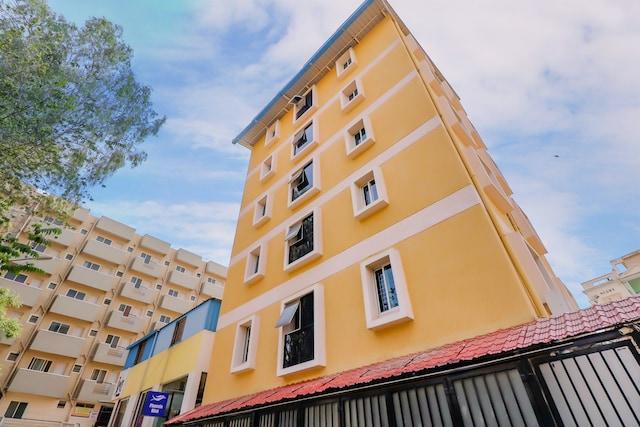 Capital O 79546 Hotel Phoenix Mint