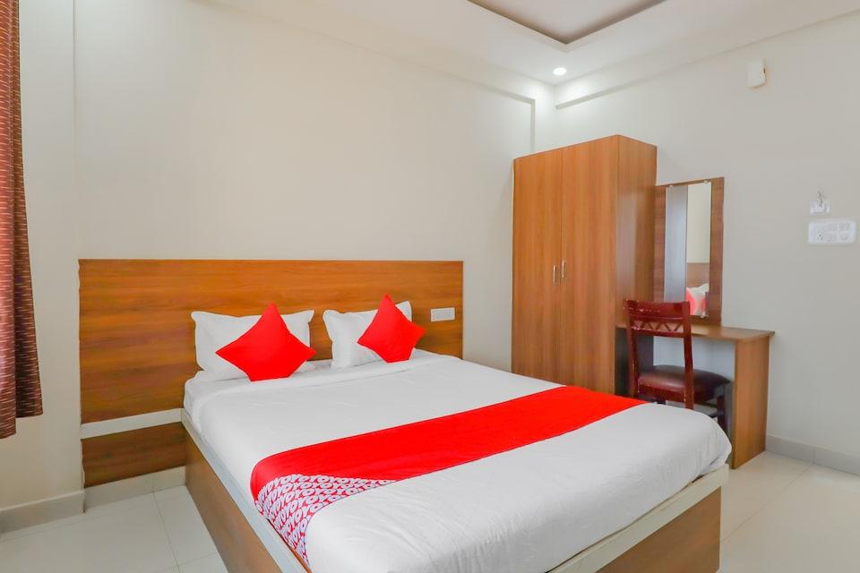 OYO 79565 Royal Comforts, BTM Madiwala Bangalore, Bangalore