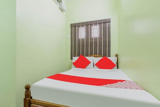 OYO 79595 Shanthi Lodge