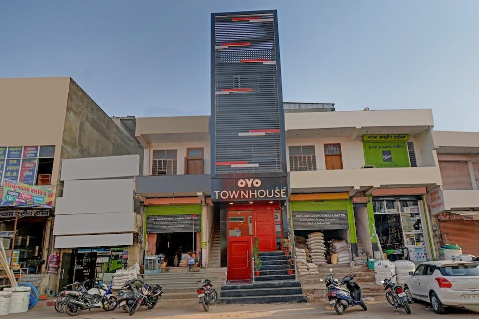 OYO 79651 TownHouse OTH Buddhi, Jaipur Airport, Jaipur