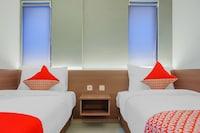 OYO Flagship 90343 Slipi Inn