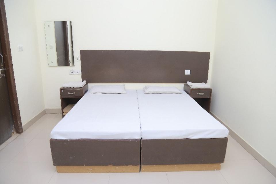 OYO 79716 Amigos Inn, Fatehabad Road, Agra