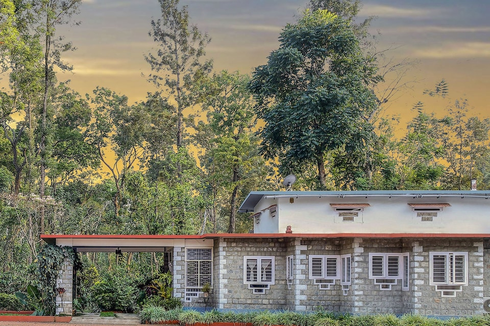 Belvilla 1BR Classic Home stay amidst 16 acre of Coffee Estate