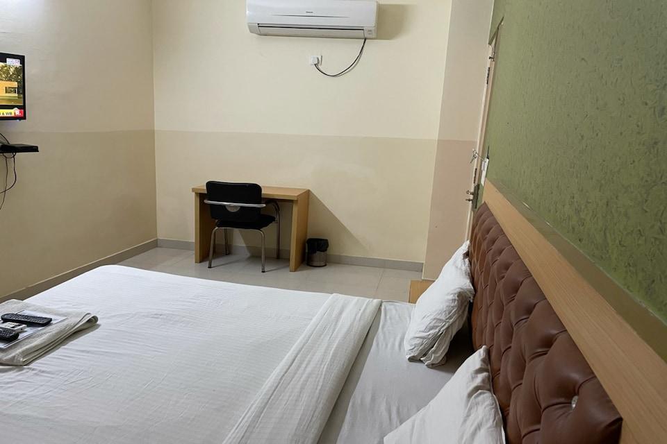 OYO 79872 Hotel Overstay, Noida City, Noida