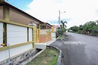 OYO 90228 D'anjung Villa 4bhk