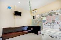 OYO 90350 Hotel Five Star 2
