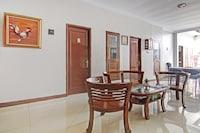 OYO 90353 Dewi Guesthouse
