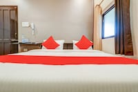 OYO 79937 Mallapur Guest House And Marriage Lawn
