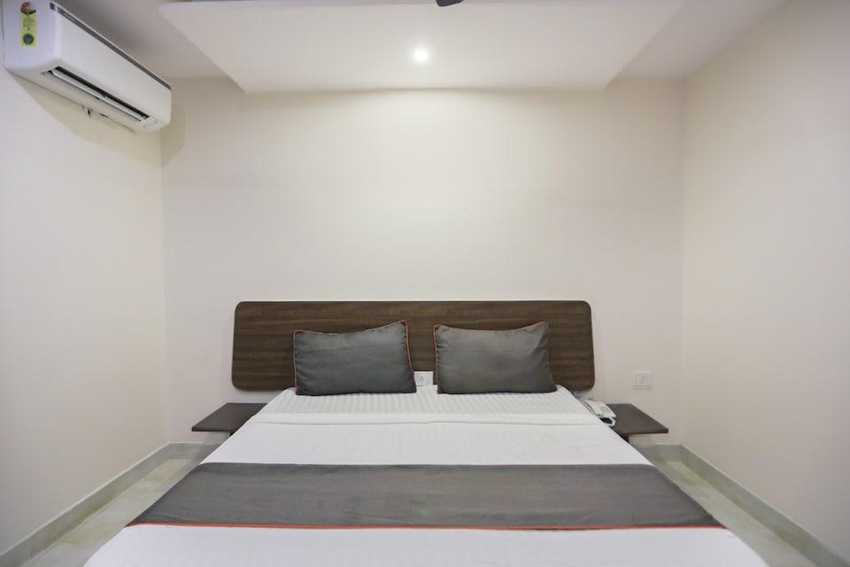 OYO 79946 Collection O United Hotels , Airport Delhi, Delhi Transit
