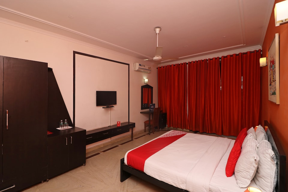 OYO 79968 Sri Mahalakshmi Ac Deluxe Lodge