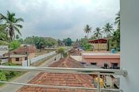 SPOT ON 80018 Vardhaman Dhanashala Residency
